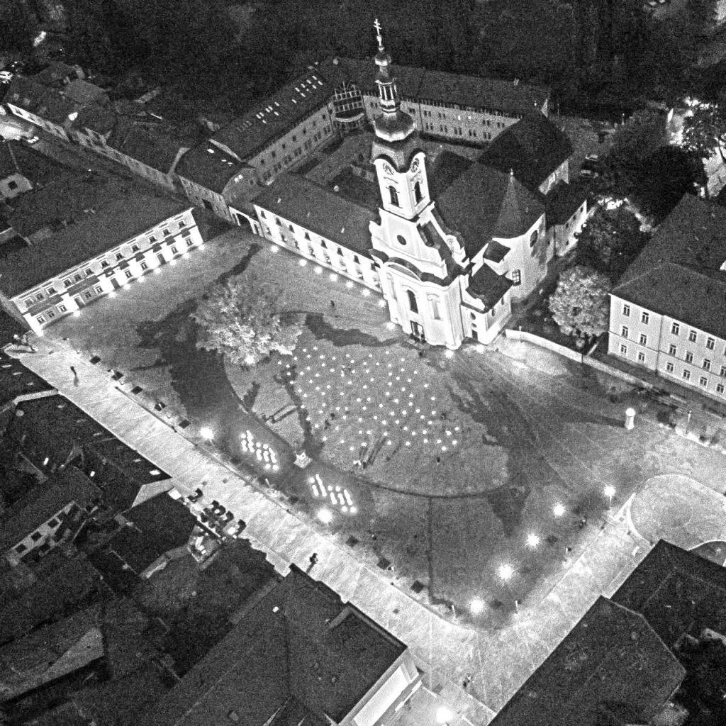 Katedralni trg noću iz zraka, Požega