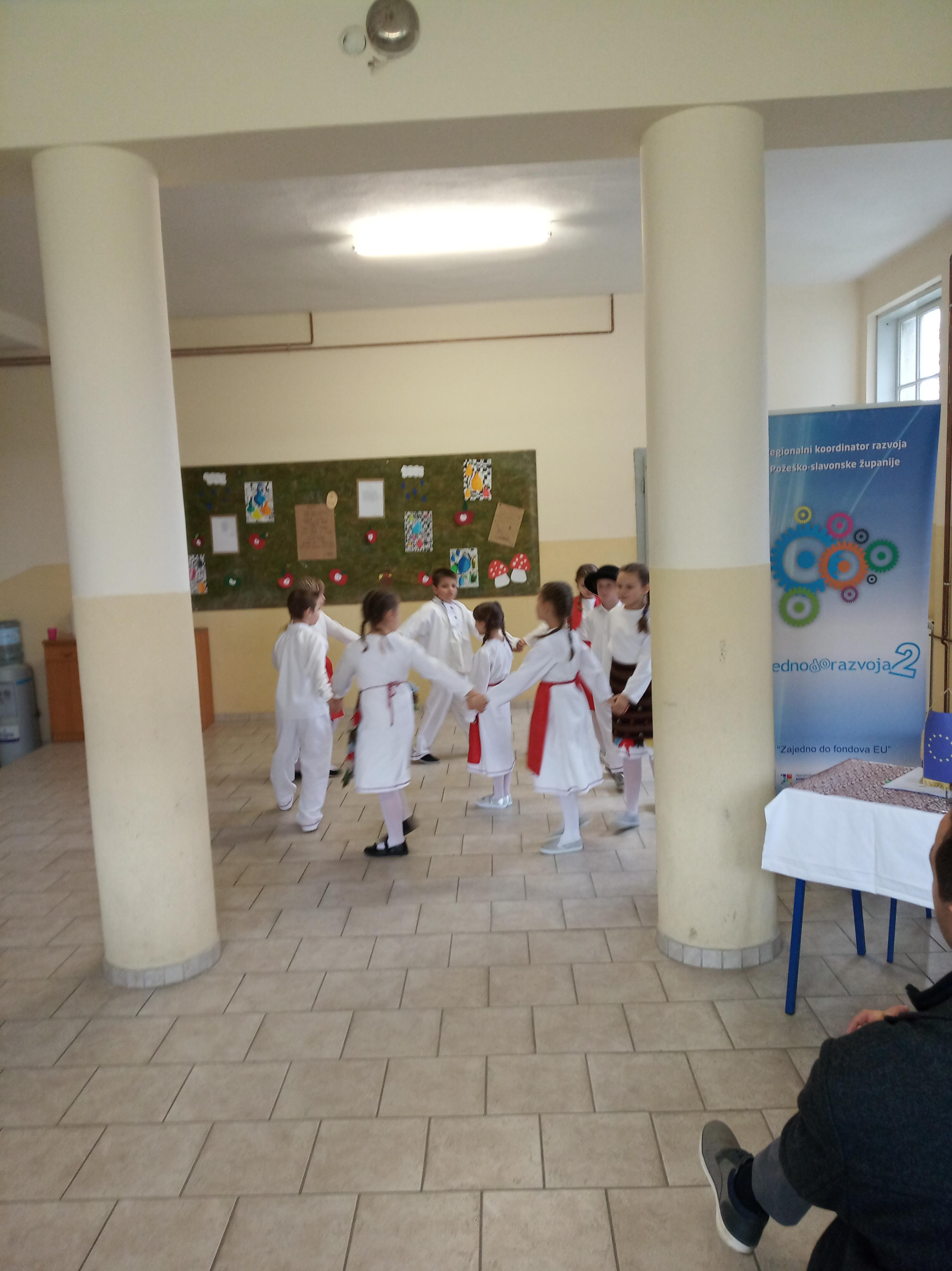 Prigodni program učenika Područne škole Badljevina